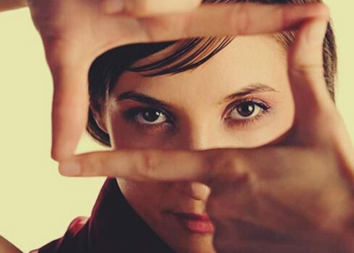 چرا تماس چشمي قدرت بسيار زيادي دارد؟