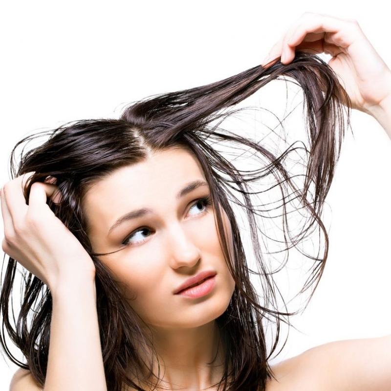 شستن مو با آب سرد بهتر است یا آب داغ؟
