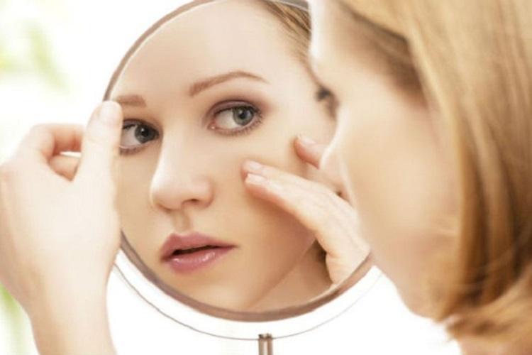 چگونه در زمان عادت ماهیانه از پوست و مو خود مراقبت کنیم؟