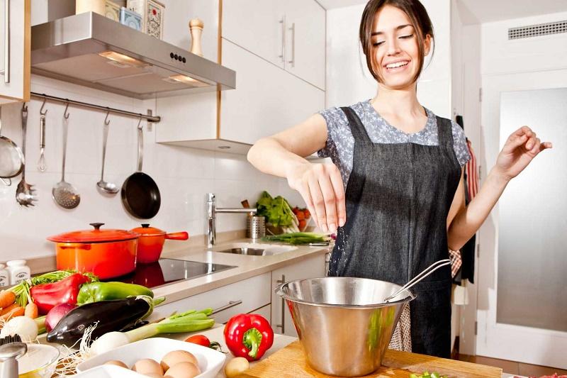 مواظب باشيد حين غذا پختن چاق نشويد