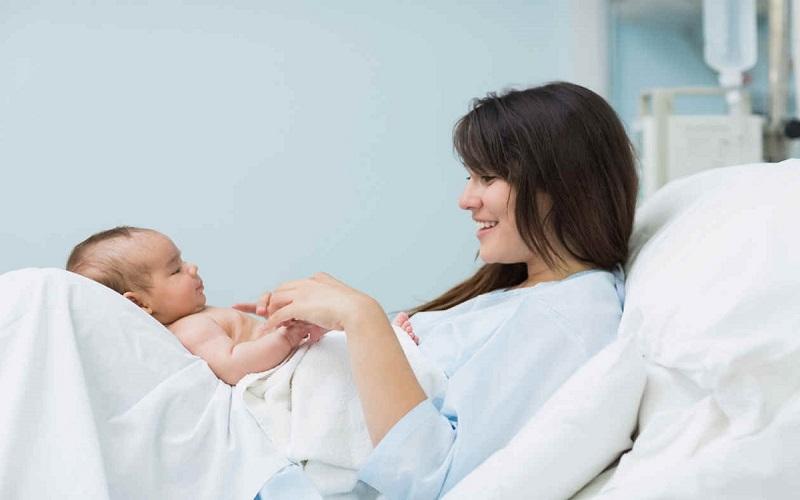زايمان طبيعي براي مادر و نوزاد چه فايده ايي دارد