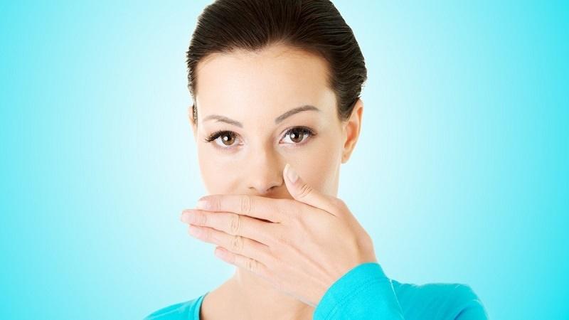 بوی دهان را طبیعی نابود کنید
