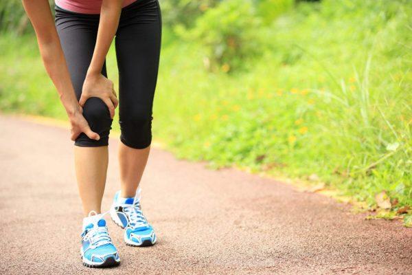 18 درمان خانگي و گياهي براي درد زانو