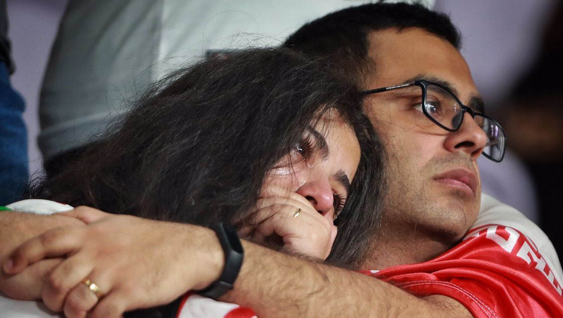 اشک های زوج ایرانی پس از شکست ایران مقابل ژاپن + عکس