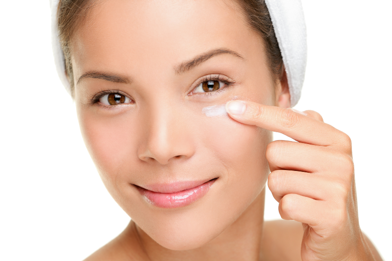 مراقب  پوست دور چشمتان باشيد+ روش