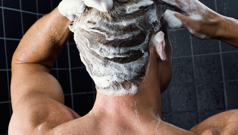 موهایمان را با آب داغ بشوریم یا آب سرد