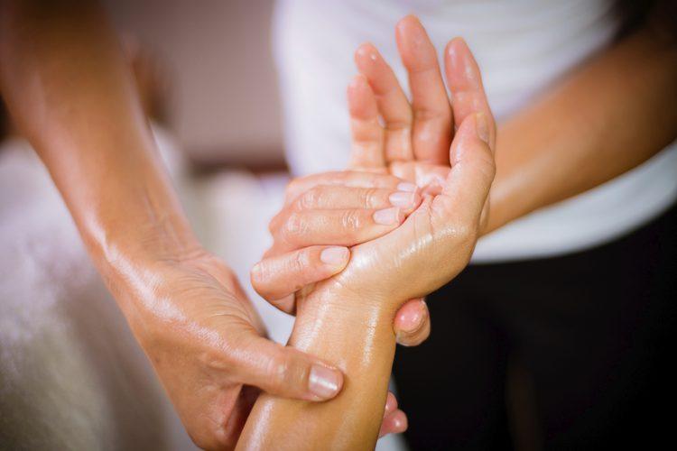 درمانهای معجزهآسا با ماساژ انگشتان دست