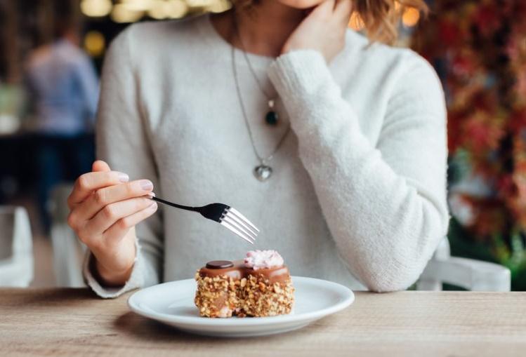 عوارض افراط در مصرف شیرینیها