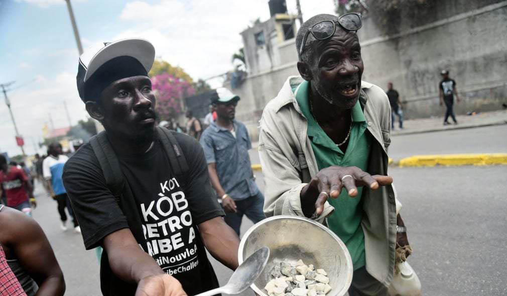 اعتراض به افزایش قیمت مواد غذایی + عکس