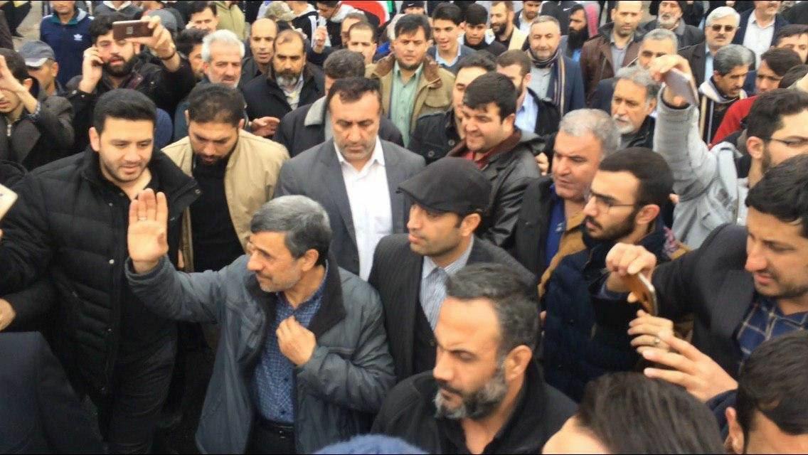 احمدی نژاد در ۲۲ بهمن کجا بود؟ + عکس