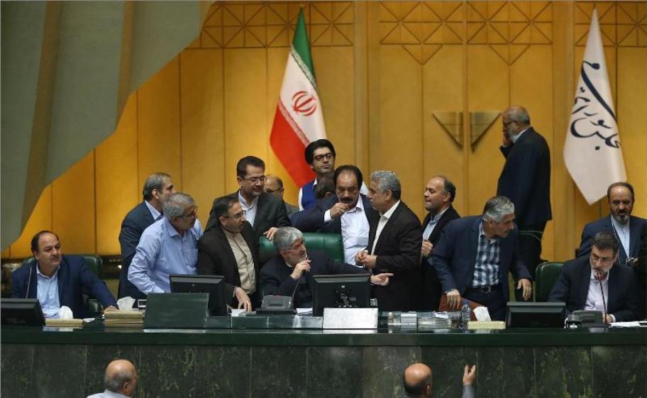 رفتار زشت مطهری در مجلس + عکس