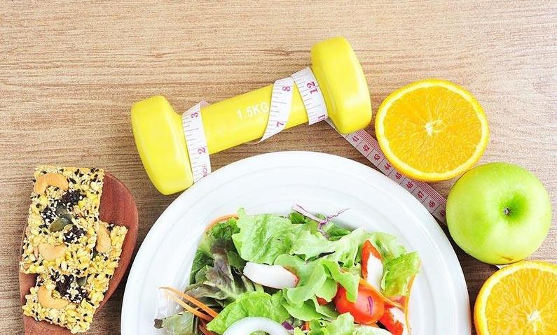 خوراکیهایی که یک ماهه شکمتان را تخت میکند