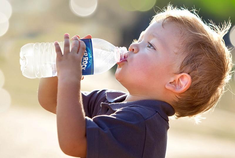 راهکارهای تشویق کودکان به نوشیدن آب بیشتر