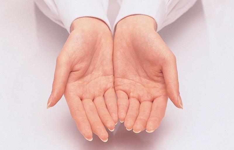 عسل و آبلیمو، دشمنی سرسخت در برابر پیرشدن دستها