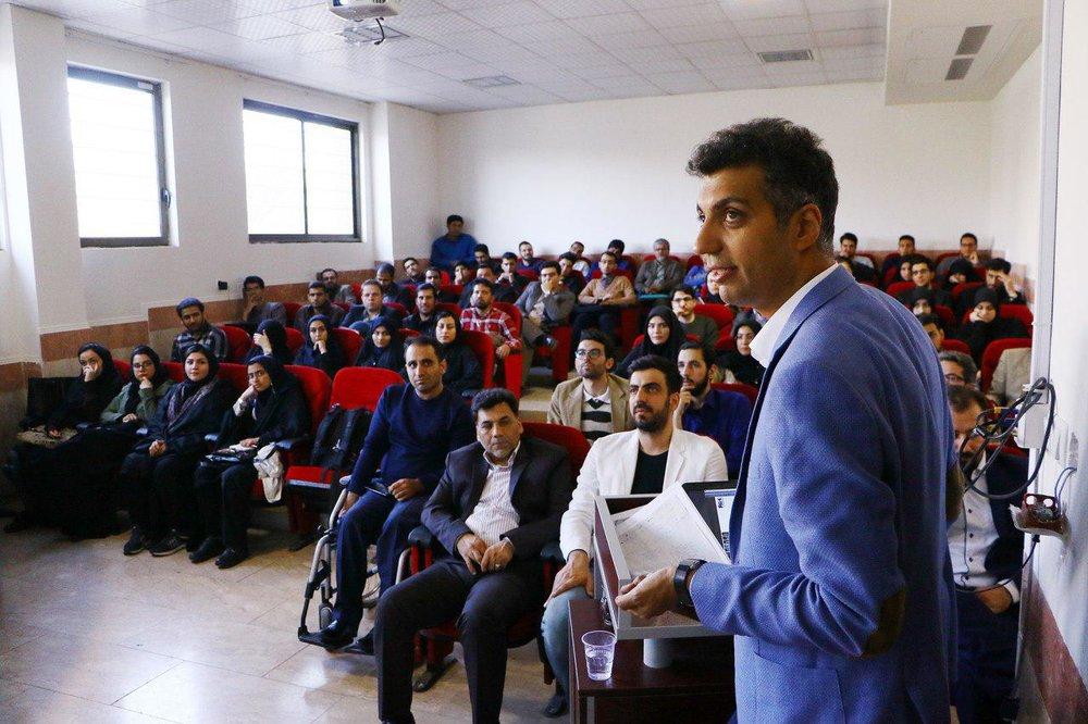 عادل فردوسیپور در جلسه دفاع دکتری + عکس