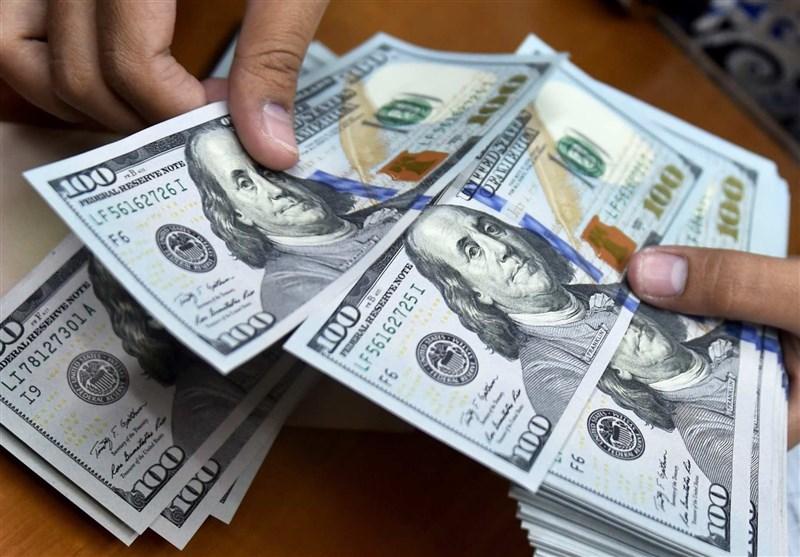 کاهش ۱۰۵ تومانی قیمت دلار در بازار + عکس