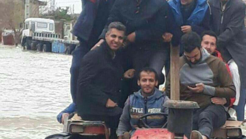 عادل فردوسی پور در مناطق سیل زده + عکس