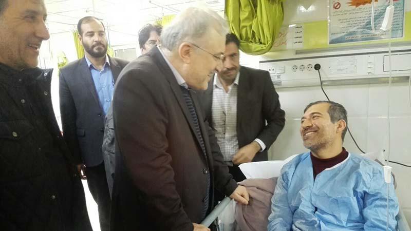 عیادت وزیر بهداشت از مصدومان سیل شیراز + عکس