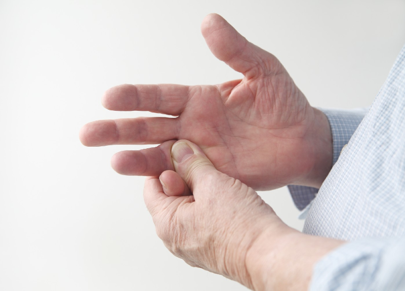 درمان خانگی خواب رفتن انگشتان دست