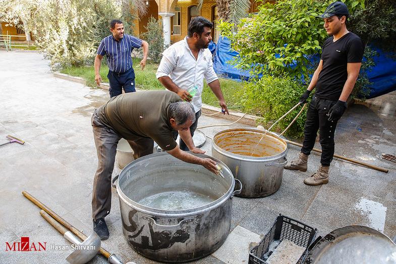 پخت و تهیه غذا برای سیل زدگان خوزستان + عکس