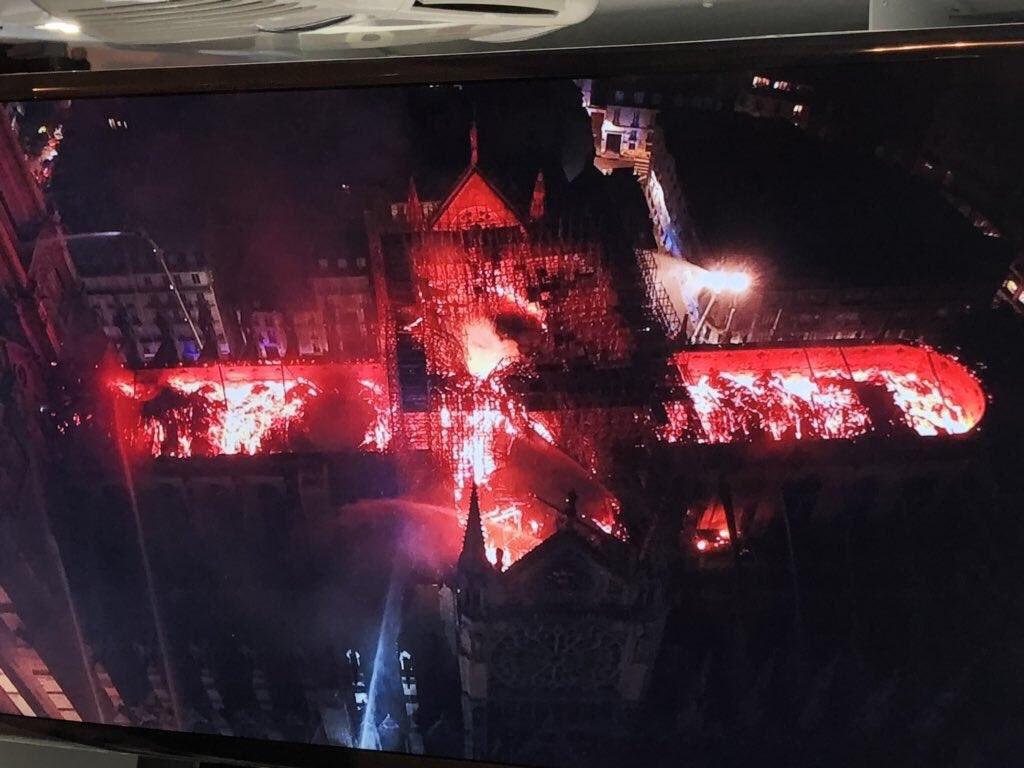 صحنه ترسناک از آتش سوزی کلیسای نوتردام + عکس