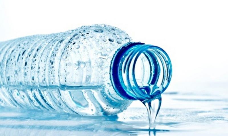 ۵ دلیل برای اینکه از بطری پلاستیکی آب ننوشیم/اینفوگرافیک
