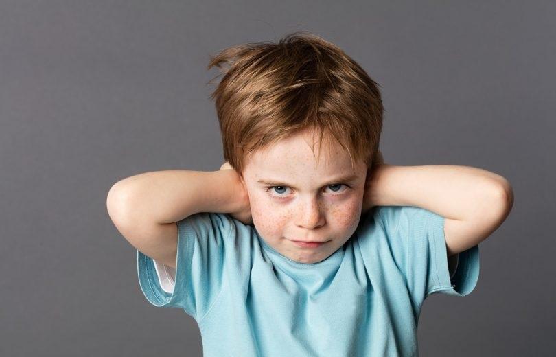 با کودکی که هنگام عصبانیت موی خود را می کند، چه کنیم؟