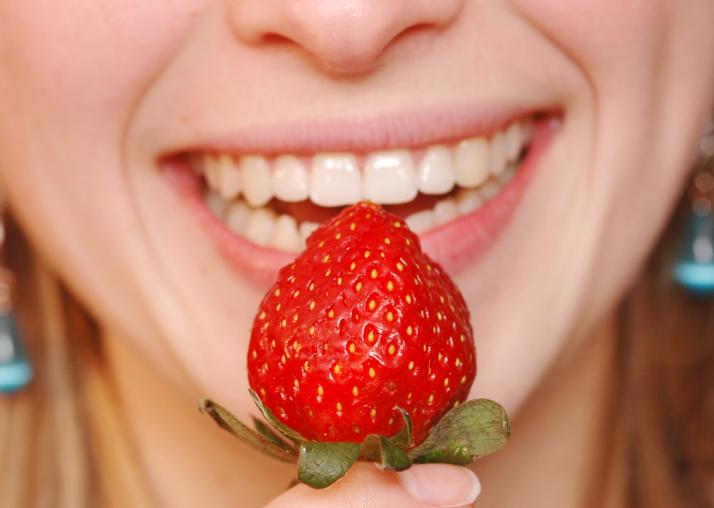 راهکار های خانگی برای سفید کردن دندان