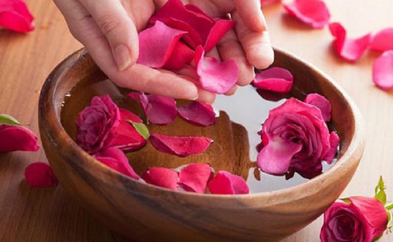 خاصیتهای  شگفت انگیز گلاب برای پوست