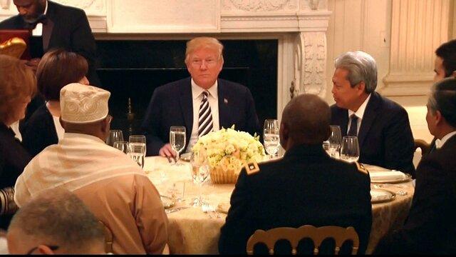 تصاویر ترامپ پای میز افطار