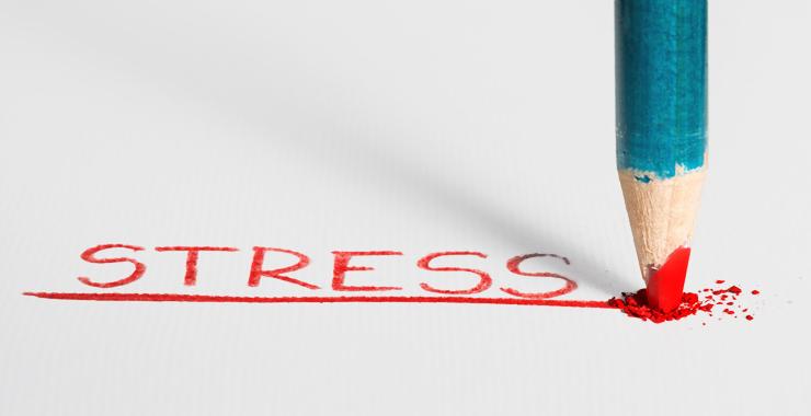 چرا استرس سبب پرخوری و اضافه وزن میشود؟