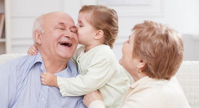 نکات مهمی که مادربزرگها در نگهداری نوه خود باید بدانند