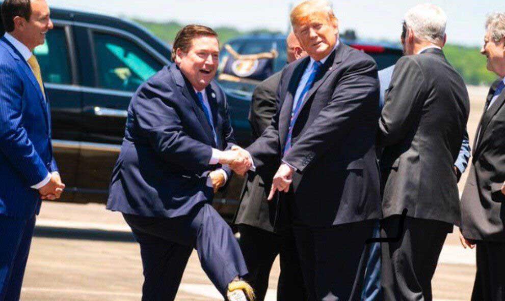 جوراب خنده دار مقام آمریکایی در دیدار با ترامپ! + عکس