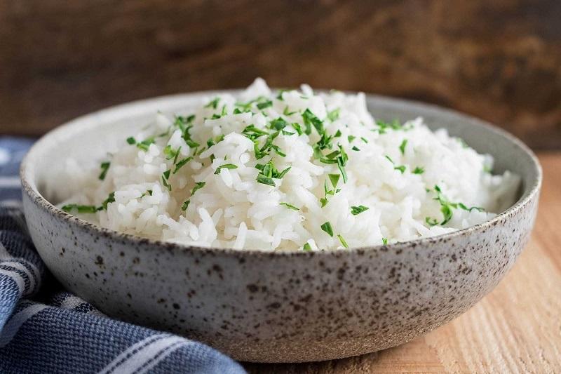 بدن هر انسان روزانه به چند قاشق برنج نیار دارد؟