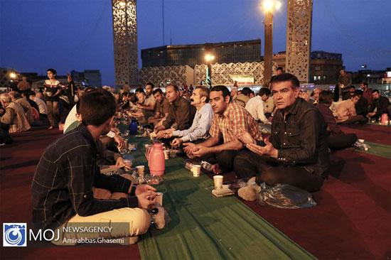 سفره افطار در میدان امام حسین (ع) تهران + عکس