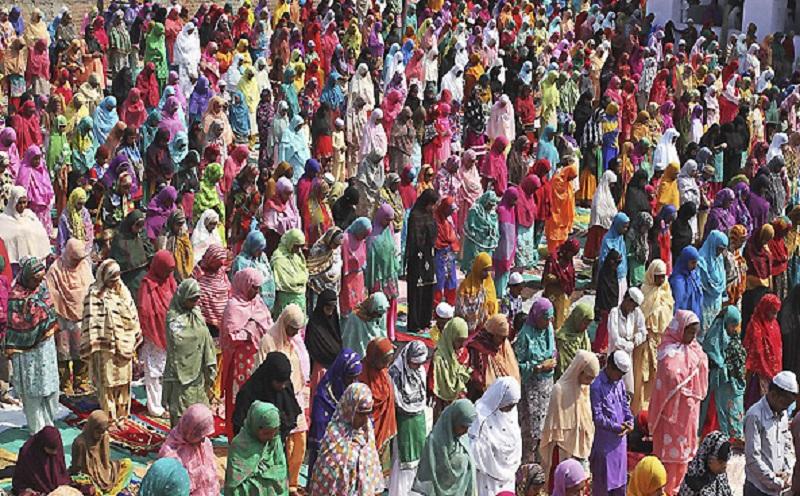 تصاویری زیبا و منحصر به فرد از برگزاری عید فطر در کشورهای اسلامی