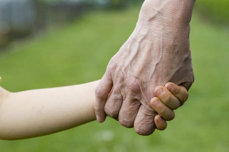 ترفند های طلایی برای حفظ کردن سلامت پدر و مادر پیرمان