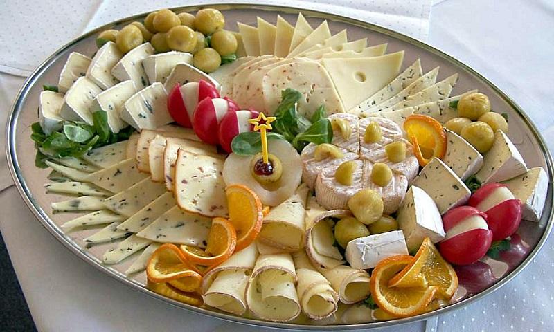 خوردن پنیر با کدام خوراکیها باعث بیماری میشود
