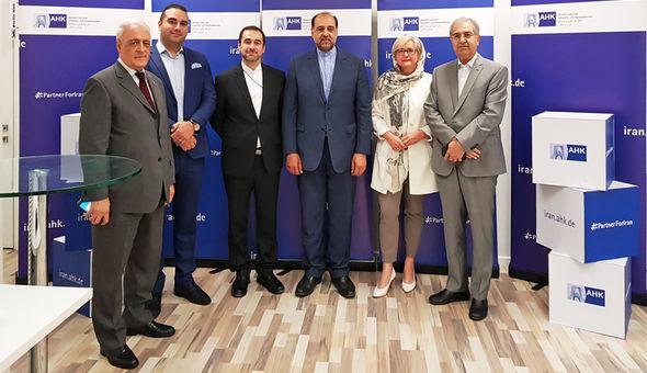 سفیر جدید ایران در برلین در اتاق بازرگانی و صنایع ایران و آلمان+عکس