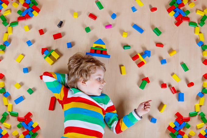 چند نشانه کودک مبتلا به اوتیسم