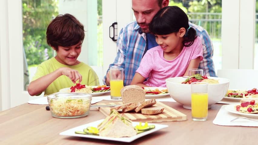 بهترین غذاهای استخوانساز برای کودکان