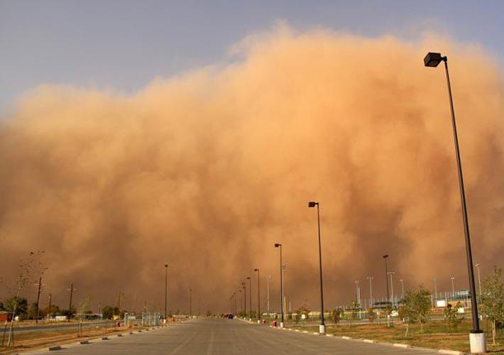 خیزش گرد و خاک در نوار شرقی کشور