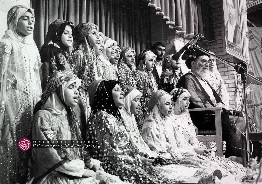 تصویری منتشرنشده از سرودخوانی دختران در حضور رهبر انقلاب + عکس