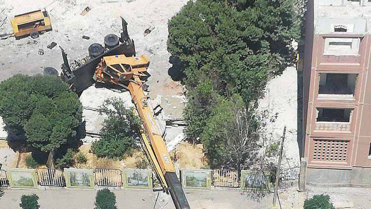 واژگونی وحشتناک جرثقیل در تبریز + عکس