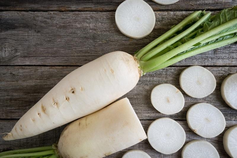 برای بهبود بسیاری از بیماریهای گوارشی همراه غذا این سبزی را بخورید