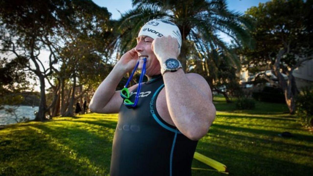 سر کار رفتن مرد استرالیایی با شنا! + عکس