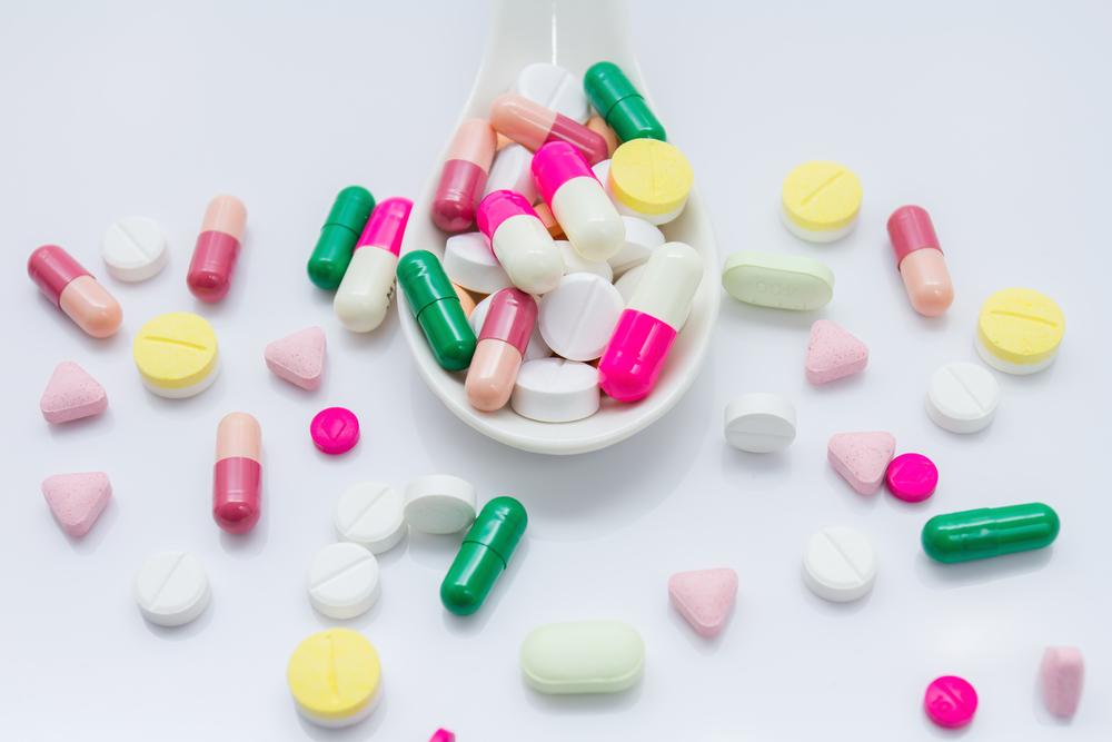 اگر مثل نقل و نبات دارو مصرف می کنید، بخوانید