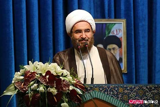 حضور بدون تشریفات امام جمعه  تهران در فرودگاه مهرآباد +عکس