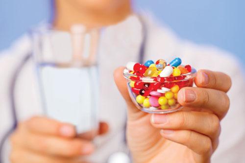داروهایتان را به همراه این نوشیدنی ها نخورید