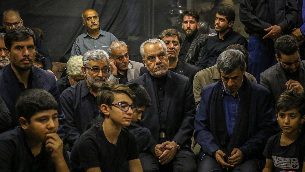 دیدار احمدینژاد و محمدرضا رحیمی در مراسم روضه خوانی + عکس